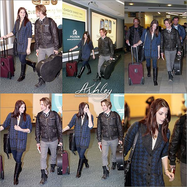 .  19 avril 2011 » Ashley arrivant à l'aéroport de Los Angeles, puis Ashley arrivant à Vancouver avec Jackson Rathbone..   Vous aimez ses tenues ?  .