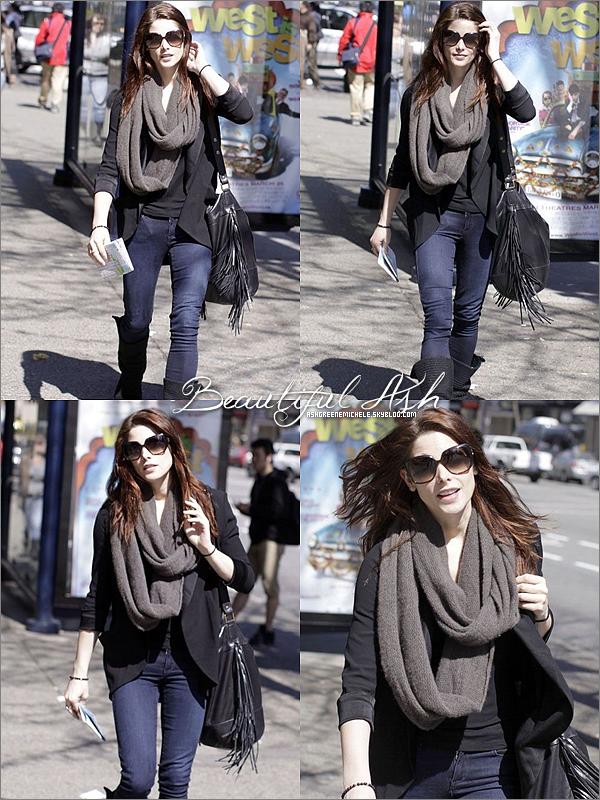 .  21 avril 2011 » Ashley marchant dans Vancouver..   TOP pour sa tenue !   .