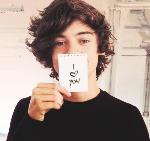 tu voies, il y a des gens comme lui, qui sont parfaits . ♥ ♥