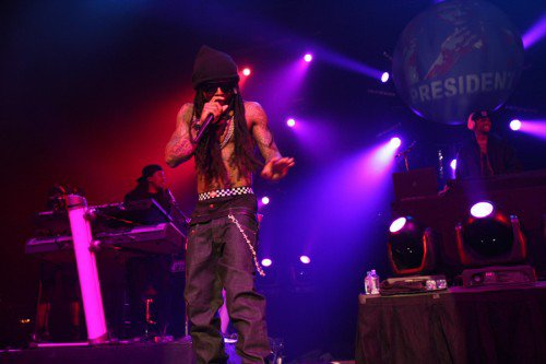 Lil Wayne Surprises Drake On Stage