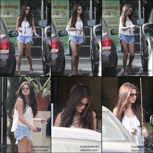 23/06/13 : Selena a était vue au Salon and Spa à Tarzana en Californie .