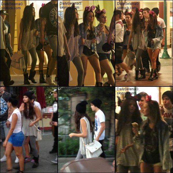 26/06/13 : Selena était avec des amies a Disneyland.