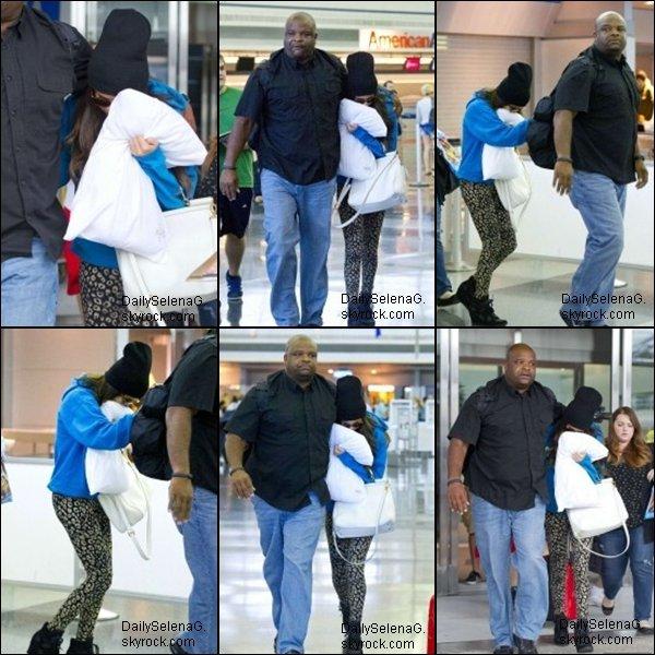29/06/13 : Selena a était vue a l'aéroport de New-York.