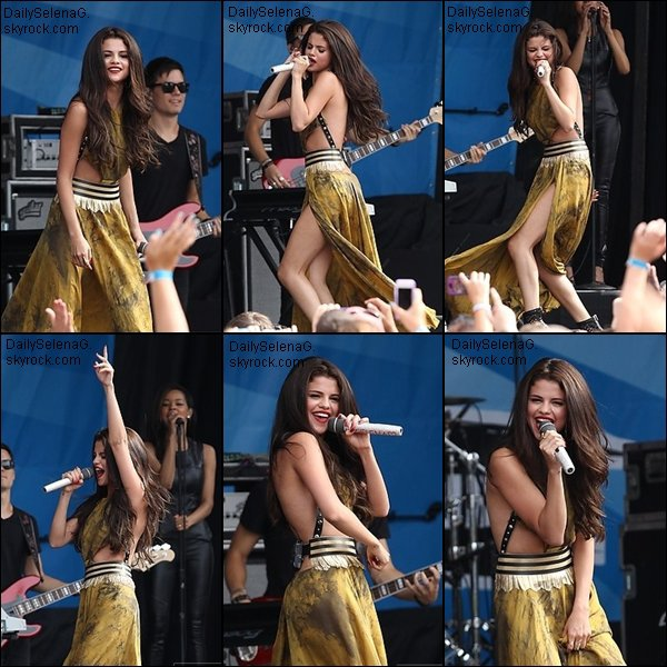 "29/06/13 : Selena s'est rendu aux studios de ""Sirius XM"" à New York."
