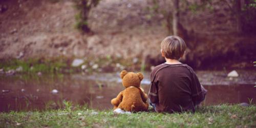 L'enfance véritable se définit justement par l'absence d'angoisse ou d'avenir.Joseph Bonenfant