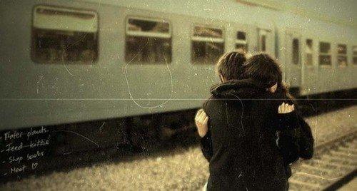 Les chansons tristes défilent dans mes oreilles et ton visage me reste imprégné.