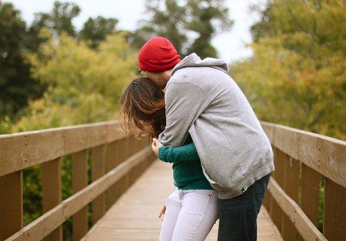 - Tu sais, je t'aime plus que de l'amitié, mais moins que de l'amour.- Et y'a quoi entre les deux ? De l'amimour ? Connard.