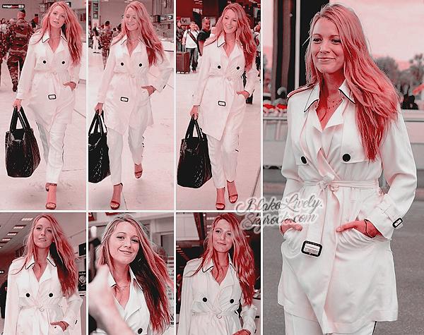 . 09/05/16 : Blake a été vue lors de son arrivée en France à l'aéroport de la ville de « Nice » direction Cannes : Total look en blanc pour la belle maman qui est venue présenter deux de ses films au prestigieux festival du film : Cafe Society & The Shallows. .