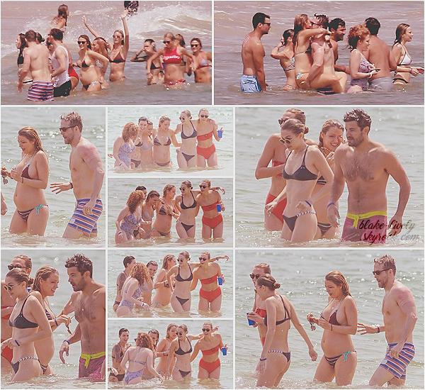 . 03/07/16 : Pieds dans l'eau, Blake était à la maison de plage de « Taylor Swift » à Westerly Rhode Island (US): Pour célébrer la fête nationale, la chanteuse avait invité du beau monde dans sa maison. Baisers salés étaient au rendez-vous avec son mari Ryan ♥ .