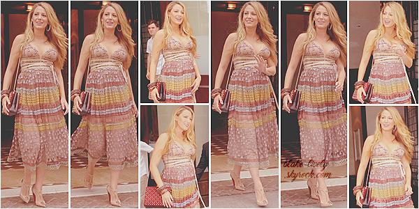 . 13/07/16 : Madame Reynolds a quitté son hôtel de « New-York » pour se livrer à quelques interviews (US) : Souriante & guillerette, Blake a été aperçue de bon matin dans la grosse pomme. J'adore sa robe, la belle fait que des tops ces derniers jours ! .