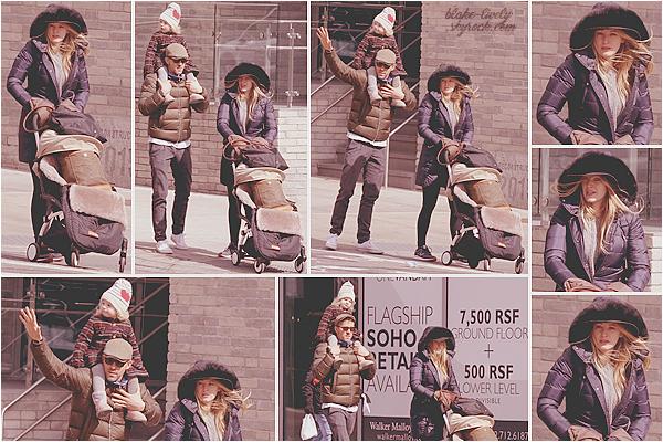 . 04/03/17 : La famille Reynolds a été vue se promenant dans les rues de la ville de New-York  dans la journée : Décidément, nous avons pleins de petites nouvelles de la belle Blake ces derniers temps ! J'aime beaucoup les photos puis la famille qu'ils forment !