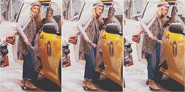 . 27/03/17 : Blake Lively quittait le set d'un prochain « photoshoot  » situé dans le quartier Soho à New-York (US)  Peu de photos disponible, mais ça fait plaisir de la voir et  il me tarde d'avoir le photoshoot! Petit top pour la tenue, assez désordonnée mais élégante!