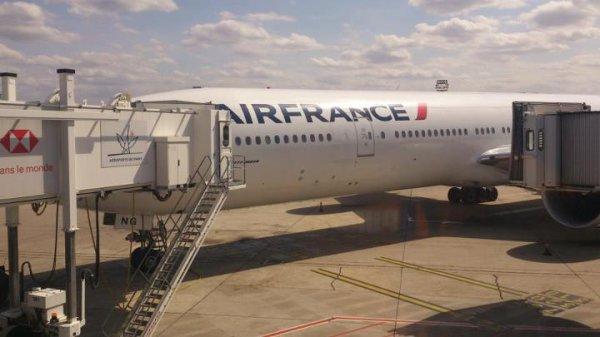 Mon Avion Pour Aller En Guadeloupe . Le Boeing 777-300 er F-GZNG est L'Un Des Avion a Etre Dotté Des Nouvelles Couleur d'AirFrance