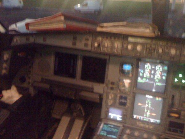 A Bord Du Cokpit Du F-ORLY AirCraibes