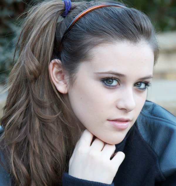 CAITLIN BEADLES OFFICIAL PAGE