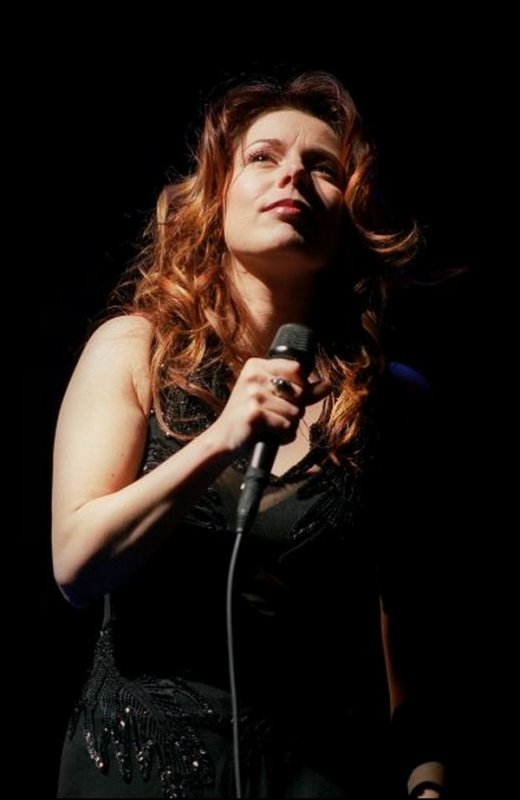 """Isabelle Boulay: """"la grande classe sur scène""""...  &  Isabelle Boulay, """"grande classe et country""""..."""