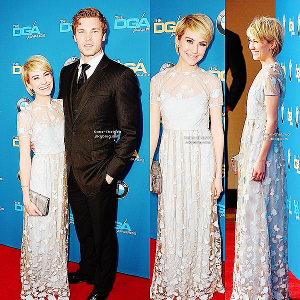 - 25/01/14 : Chelsea avec son chéri Derek etait présente au2014 Directors Guild Of America Awards. Elleétaittoute mimi, mais j'ai la forte impression que la robe l'asrapetissait...Absencedes talons peut-être?   -