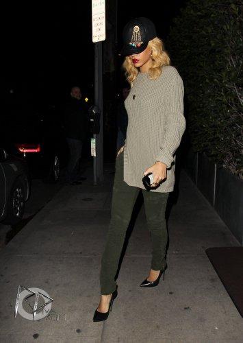 Peu après être arrivée à Los Angeles, Rihanna est allée dîner au restaurant « Giorgio Baldi ». La belle n'a donc pas changé ses habitudes !