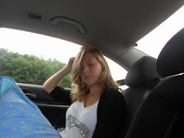 Moi dans la voiture.