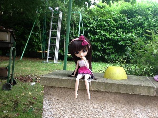 """Suite de """"Suite de Séance photo d'Emy dans le jardin *3*"""""""