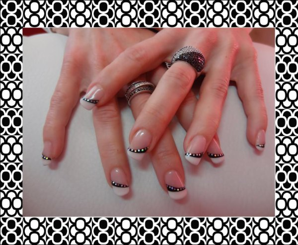Remplissage french blanche et liner noir border de strass