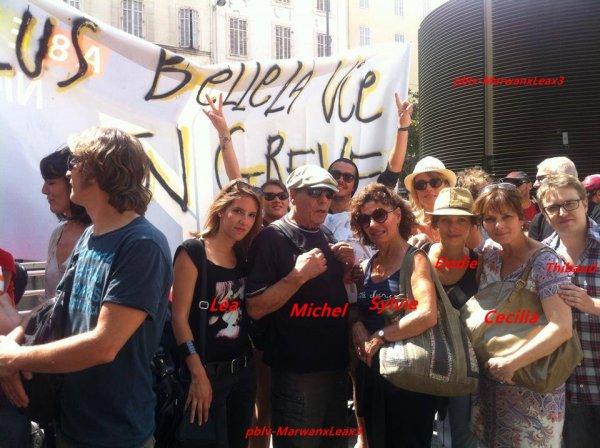 Marwan soutient l'Argentine  Léa François la marseillaise , Plus belle la vie en grève.