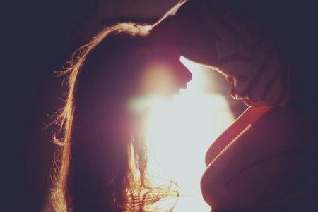 """""""Si j'avais le coeur dur comme de la pierre j'embrasserais tous les garçons de la Terre. Mais moi j'ai le coeur comme du chewing gum, tu me goûtes et je te colle. """""""