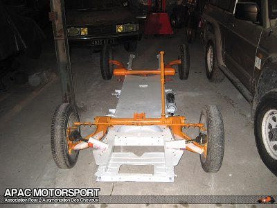 un chassis de 2cv en court de restauration