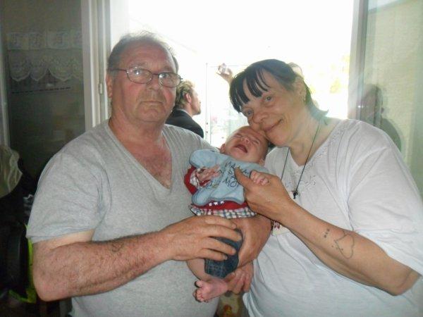mon pere ma mere  et son petit fils