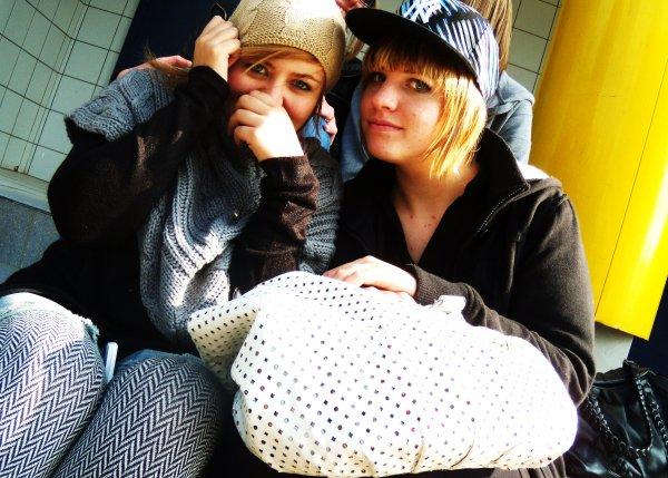 -           Pauline et moi.