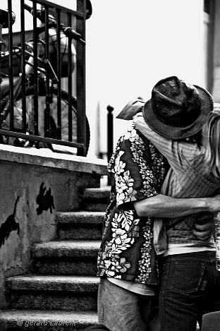 On a tellement besoin d'amour dans ce monde, qu'on sauterais parfois sur n'importe quelle occasion (l)