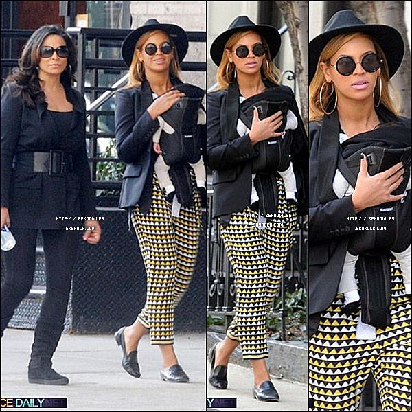 - 12 / 03 / 12 : Beyonce, Blue & Tina ont été vus à Manhattan d'aujourd'hui en prenant un caractère occasionnel Stoll autour du bloc. -