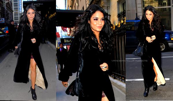 _  La belle est à New York pour la Fashion Week : Voir les précédents articles ! On peut la voir ici dans les rues de New York aujourd'hui (15 février). TOP OU FLOP ?  _