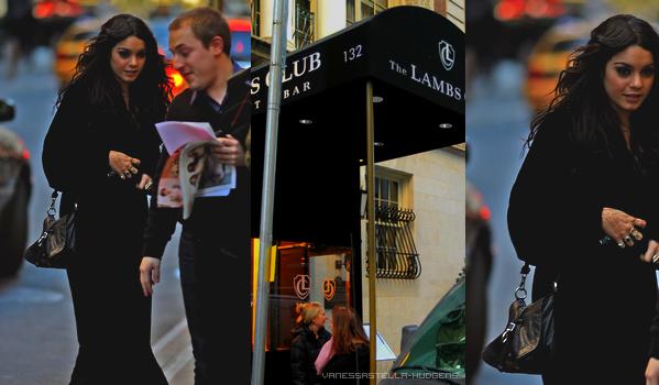 _♥ LA FASHION WEEK CONTINUE À NEW YORK  _ Une fashion week très chargée pour la belle Vanessa Hudgens. Le 15 février, elle est allée voir Christiano Ronaldo, le défilé DIESEL Black and Gold, puis s'est rendue au The Lambs Club pour dîner. Le lendemain, aujourd'hui donc, (16 février), la magnifique actrice a été vu se rendant au défilé Yigal Azrouel ! Tout ça en photos ci-dessous ! _