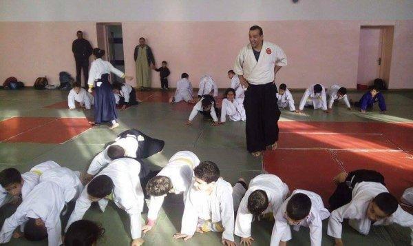 صور في قاعة R.H.P بالكاليتوس للمدرب نقازي عبد القادر في جانفي 2016 مع رياضيي الأيكيدو أصاغر