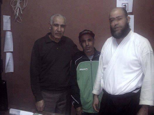 de gauche à droite : l gérant de la salle ,moi et khalil.