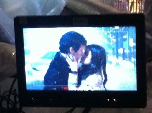 Lucy & Ian sur le tournage de PLL