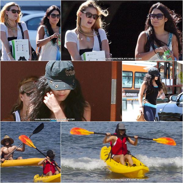 25 Aout 2010 : Notre sublime couple profite des dernier moment à Hawaii pour faire du Kayak.      27 Août 2010 : Nessa et  dans Studio City après être aller au restaurent rejoignant son Audi.    27 Aout 2010 : Vanessa & et une amie dans Burbank.