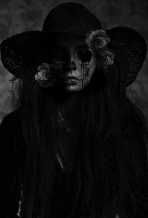 La mort, comme un terrier, comme une chambre aux rideaux fermés, comme la solitude, est à la fois horrible et tentante : on sent qu'on pourrait y être bien.