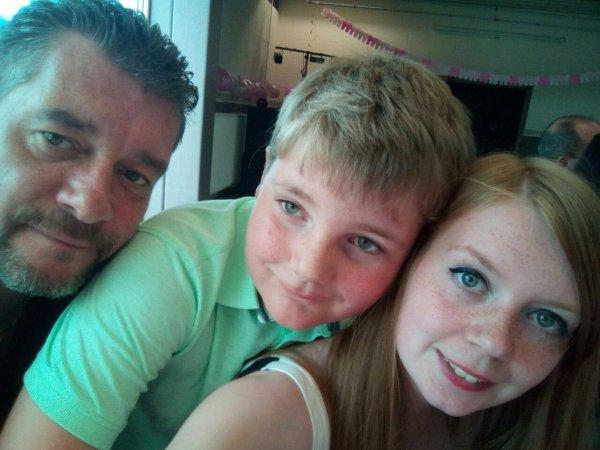 Baptême de ma cousine avec mon père et mon frère ???