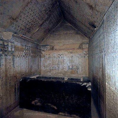 l interieur d une pyramide