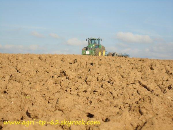 Préparation des terres 2011 dans l'Aisne (02)