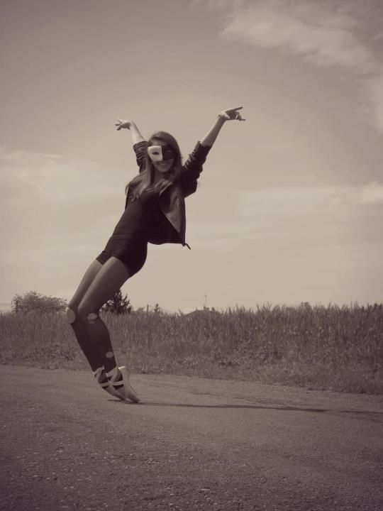 Danser c'est comme parler en silence , c'est dire plein de chose sans dire un mot.