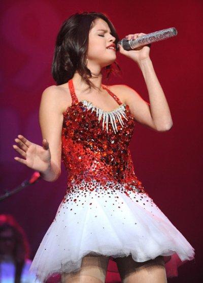 Selena Gomez : Elle chante pour Noël à Sacramento !