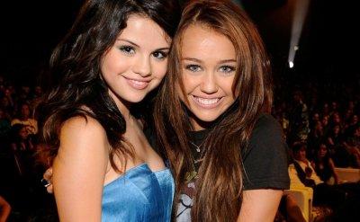 Selena Gomez : Miley Cyrus, leurs bonnes résolutions pour 2012 ?