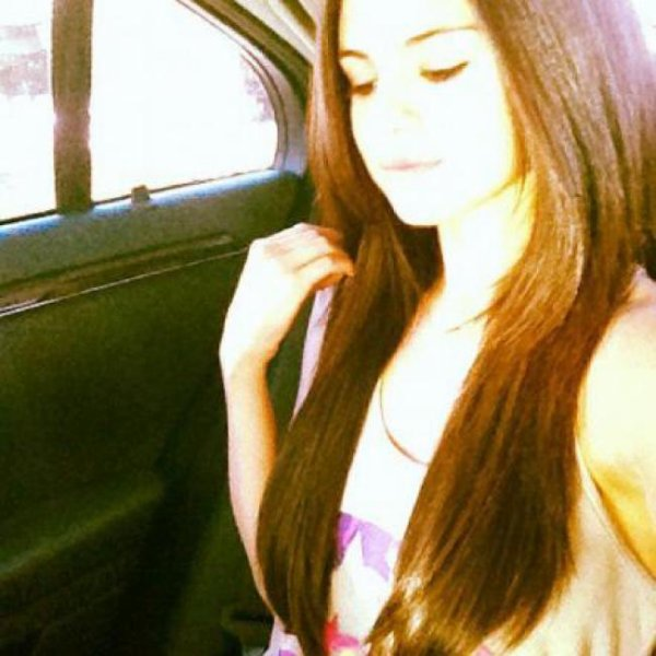 Selena Gomez au cheveux long!