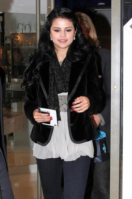 Selena Gomez : A New-York pour la promotion de son parfum!