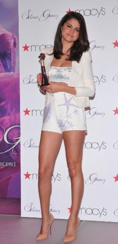 Selena Gomez : Lancement de son parfum chez Macy's!