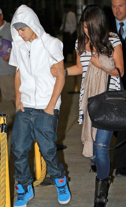 Selena Gomez et Justin Bieber a l'aéroport de Toronto!