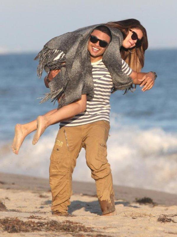 Selena Gomez qui est trop proche d'Alfredo Flores, la polémique qui enfle sur Twitter!